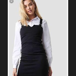 klänning från NAKD aldrig använd, köpt för 400kr, säljes för brist av använding, frakt tillkommer, pris kan diskuteras vid snabbköp