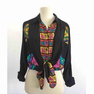 Vintage-skjorta   Märke: Lindex (mycket gammal kollektion) Storlek: 40 Skick: Mycket gott. Aldrig använd. Pris: 300 kronor eller bud. Frakt: Betalas av köparen.
