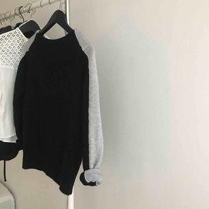 oanvänd, fint sittande offshoulder tröja från NAKD. Tröjan är från Linn Ahlborgs kläkollektion. på lappen står det XS men tycker själv den mera är en S