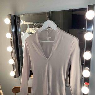 En snygg tröja ifrån h&m inte använt så mycket :)