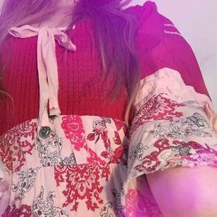 En sommardröm med paisley mönster. Odd Molley klänning i 100% bomull. En sådan där skir dröm som går att använda under julen också.