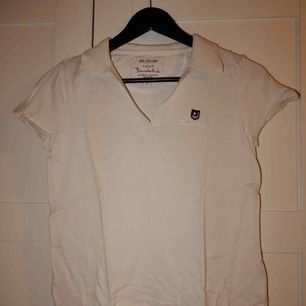 En tröja från bondelid i storlek S, använd några gånger men i bra skick. Bara att be om bild om du vill se den på !