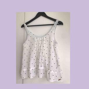 Fint linne från Hollister, perfekt inför våren och sommaren. Nypris:300 kr