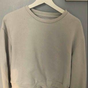 Vit tröja från Zara, köparen står för frakt!