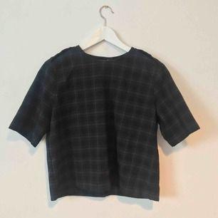 Tartan/rutig tshirt i tjockare tyg❣️ Möts upp i Gävle eller fraktar för 36kr