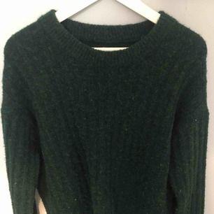 Grön stickad tröja från BikBok. Köparen står för frakt!
