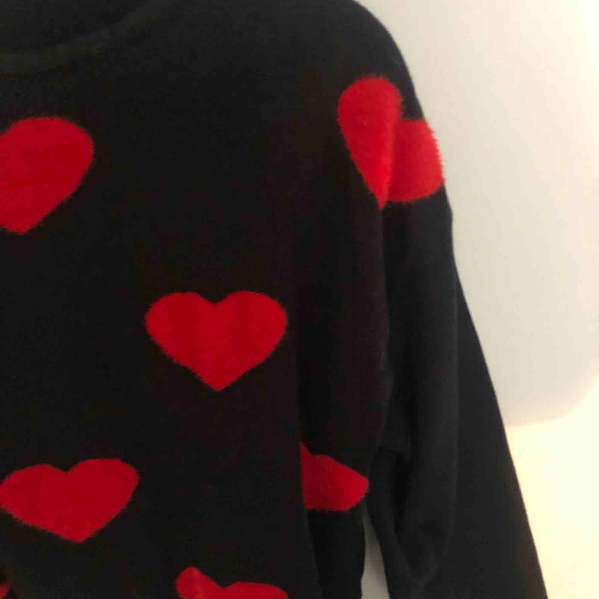 Jättefin tröja från Zara, köparen står för frakt! . Toppar.