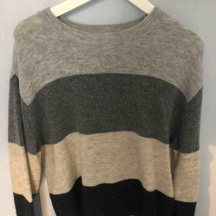 Jättefin randig tröja från HM, köparen står för frakt!