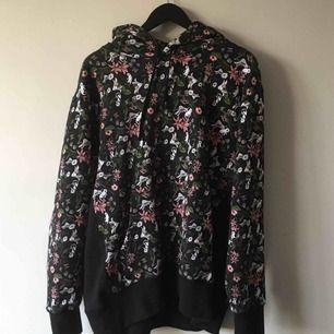 Ripndip hoodie, köpt för 900, knappt använd. Frakt ingår.