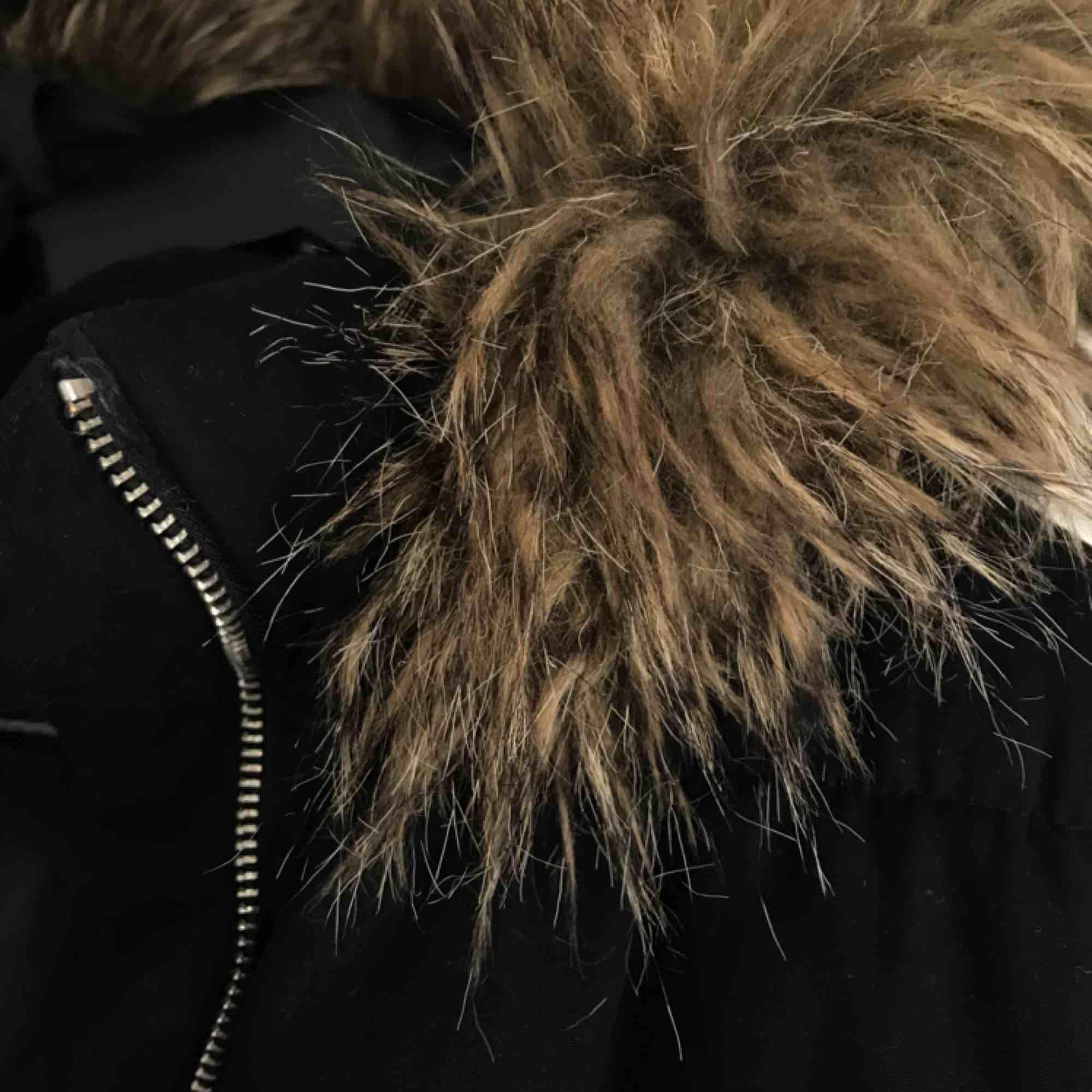 Vinter/höst jacka från h&m. Nypris:400 kr. Sparsamt använd.. Jackor.