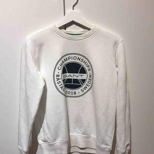 Gant tröja, sitter som S Skickas med posten, ansvarar ej för postens slarv