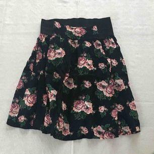 Blommig kjol från Indiska. Jättefin till våren och sommaren.
