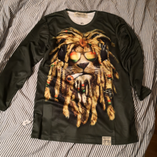 Appertiff tröja helt oanvänd med lapp kvar storlek XS.  Lite större i storleken passar en S/M 150kr inklusive frakt.