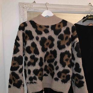 Snygg tröja från Gina. Använd max 3ggr. Säljer pga den inte kommer till användning.
