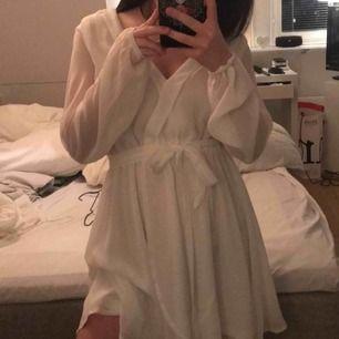 Superfin klänning från nly trend! Aldrig använd, prislapp kvar! Passar S-M, kanske L. ‼️ Har en annons med samma klänning fast mindre storlek också‼️