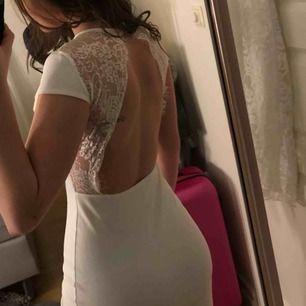 Jättefin vitklänning! Aldrig använt! Så är helt ny! Fler bilder vid intresse. 200kr + frakten.