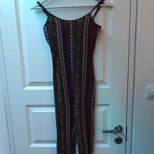 En fin dress från H&M. Använt 4-5 gånger. Jätte fint skick, fler bilder vid intresse, 50kr + frakt