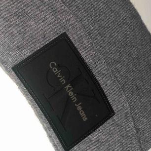 Calvin Klein mössa. Använd ett fåtal gånger. Köpare betalar frakt 🌸