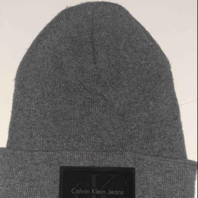 Calvin Klein mössa. Använd ett fåtal gånger. Köpare betalar frakt 🌸. Accessoarer.