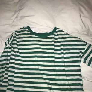 Skön långärmad tröja från BikBok🌻💚❇️