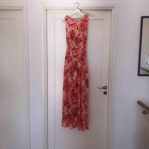 Långklänning från Bikbok. Du står för frakt ca 42kr.