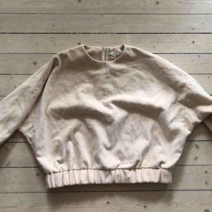Oversized beige jumper