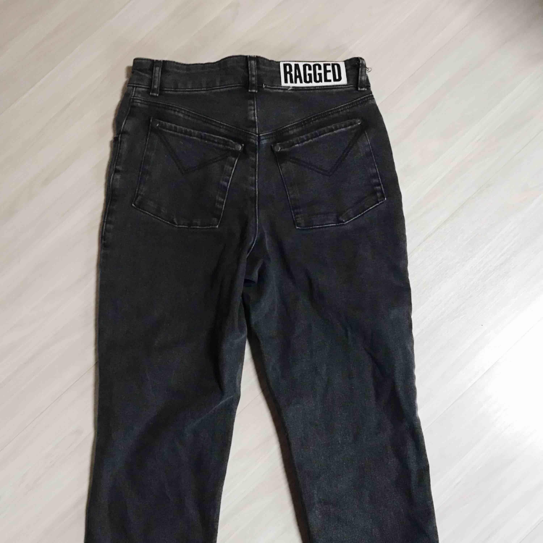 Fina boyfriendjeans ifrån The Ragged Priest. Säljer pga lite för små för mig. Frakt tillkommer 🌹. Jeans & Byxor.