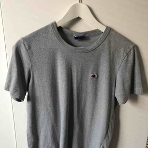 Champion t-shirt Strl small 100kr + frakt 36kr