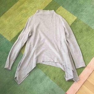 Fin grå tröja i merinoull från Holebrook.