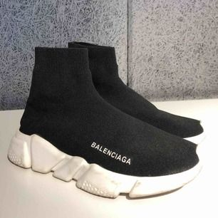 Superfina skor från Balenciaga, modellen Speed Trainers. Storlek 39, liten 39. Fint begagnat skick.