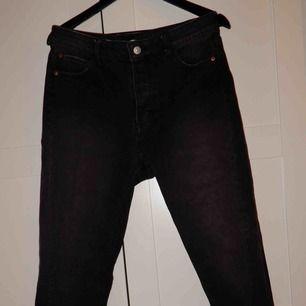 Svarta jeans från HM, aldrig använda ! Bara att fråga om du vill ha bild hur de ser ut på !