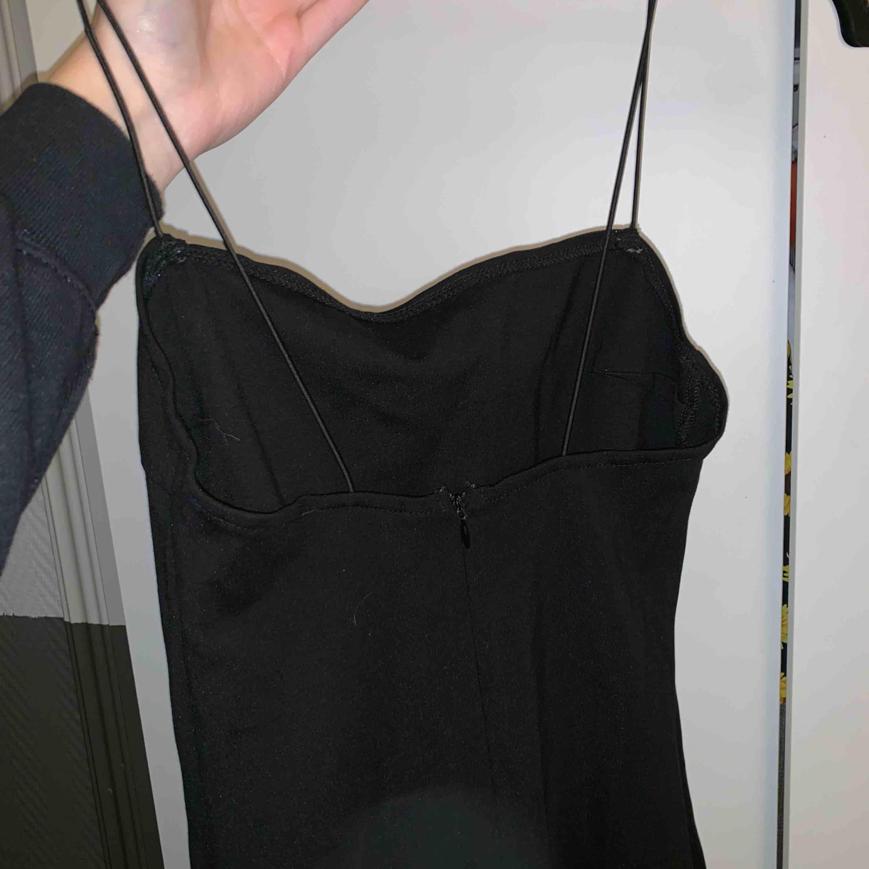 Bodycon klänning från NAKD endast använd 1 gång. Klänningar.