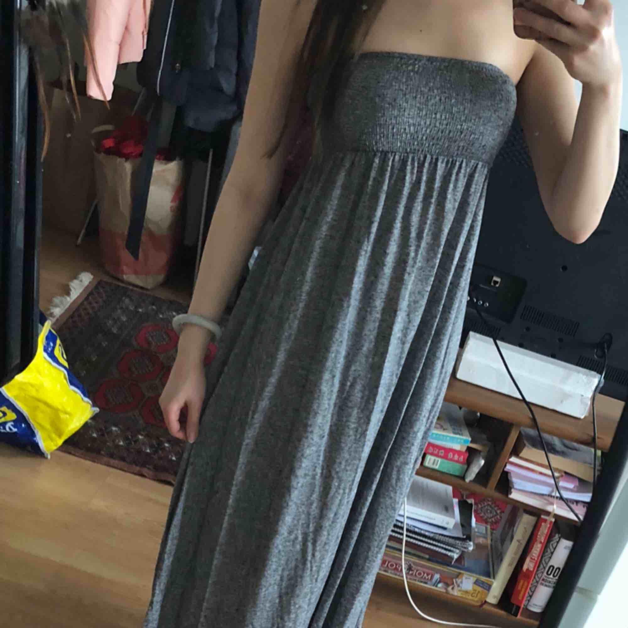 Långklänning sparsamt använd. . Klänningar.