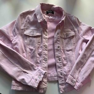 Rosa jeansjacka från mohito