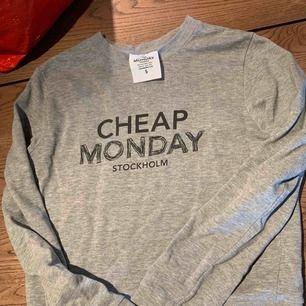Grå cheap monday tröja
