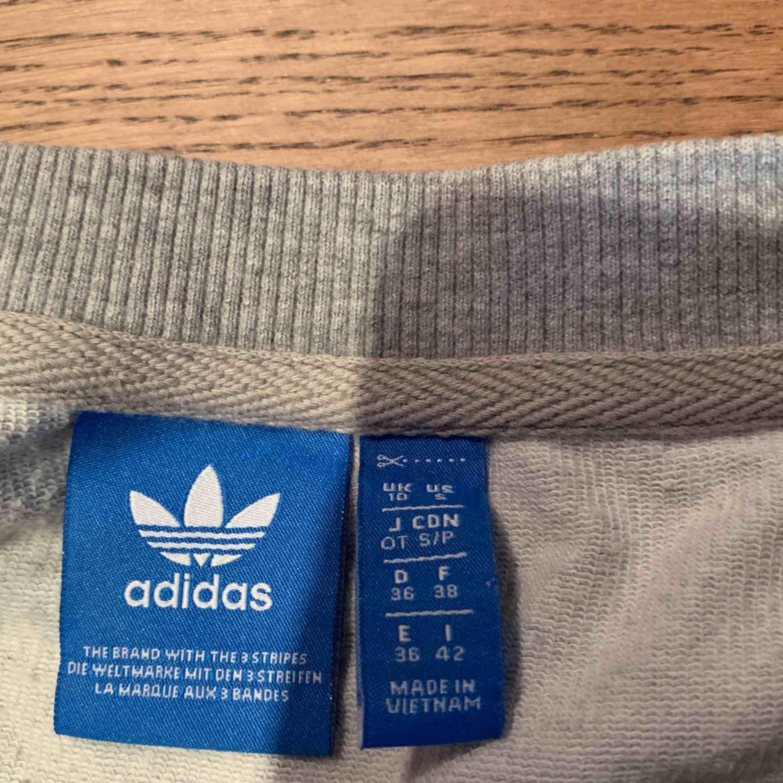 Grå tröja från adidas. Huvtröjor & Träningströjor.