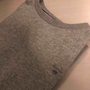 Jättefin tröja från gant. Använd max tre gånger. Stolek s lite oversize så den passar nog M också.