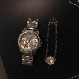 Klocka och armband. Köpare står för frakt.