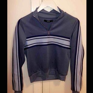 Sjukt snygg tröja från BikBok med lite retro stuk. Tröjan är nästan aldrig använd!