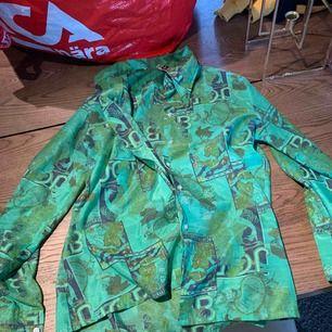 Grön mönstrad Skjorta från Second Hand