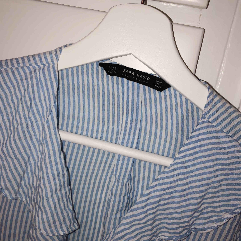 Oanvänd blus från Zara. Blusar.