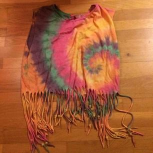 Batiklinne med fransar och pärlor hängandes. Oanvänd eftersom jag köpte en storlek större. Frakt: 39 kr