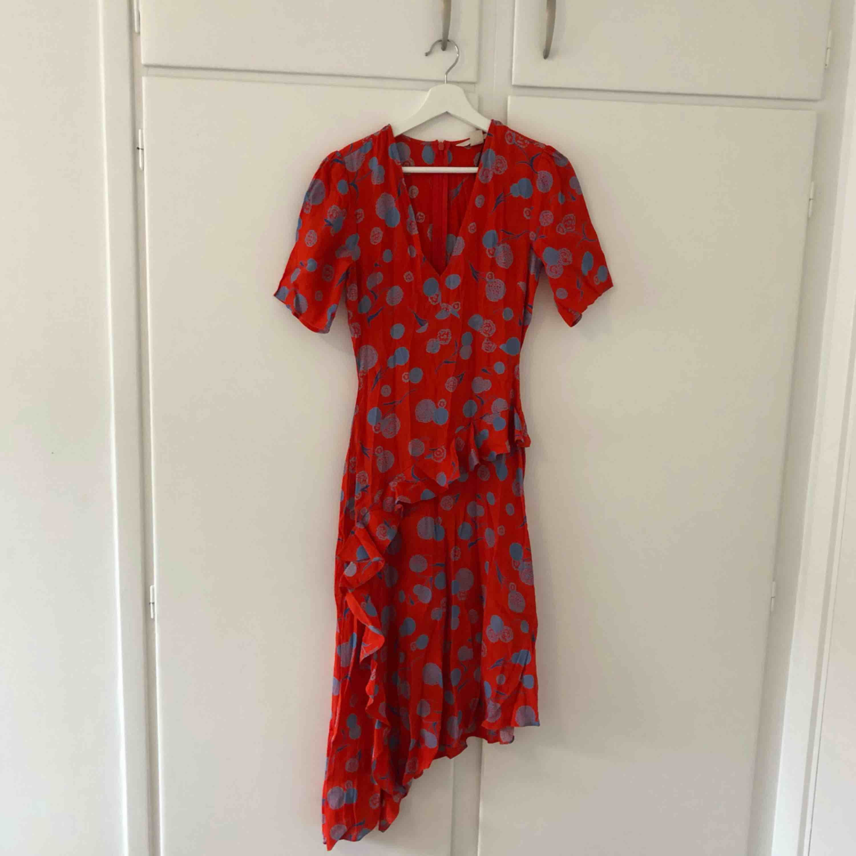 Oanvänd klänning från H&M, säljer pga har redan en liknande. Klänningar.