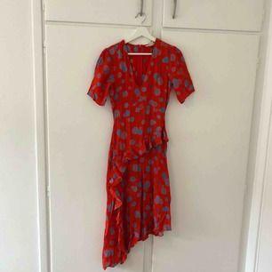 Oanvänd klänning från H&M, säljer pga har redan en liknande