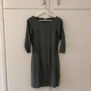 Oanvänd klänning från Filippa K