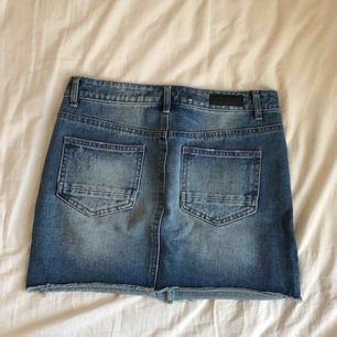 Oanvänd jeanskjol, perfekt inför våren/sommaren