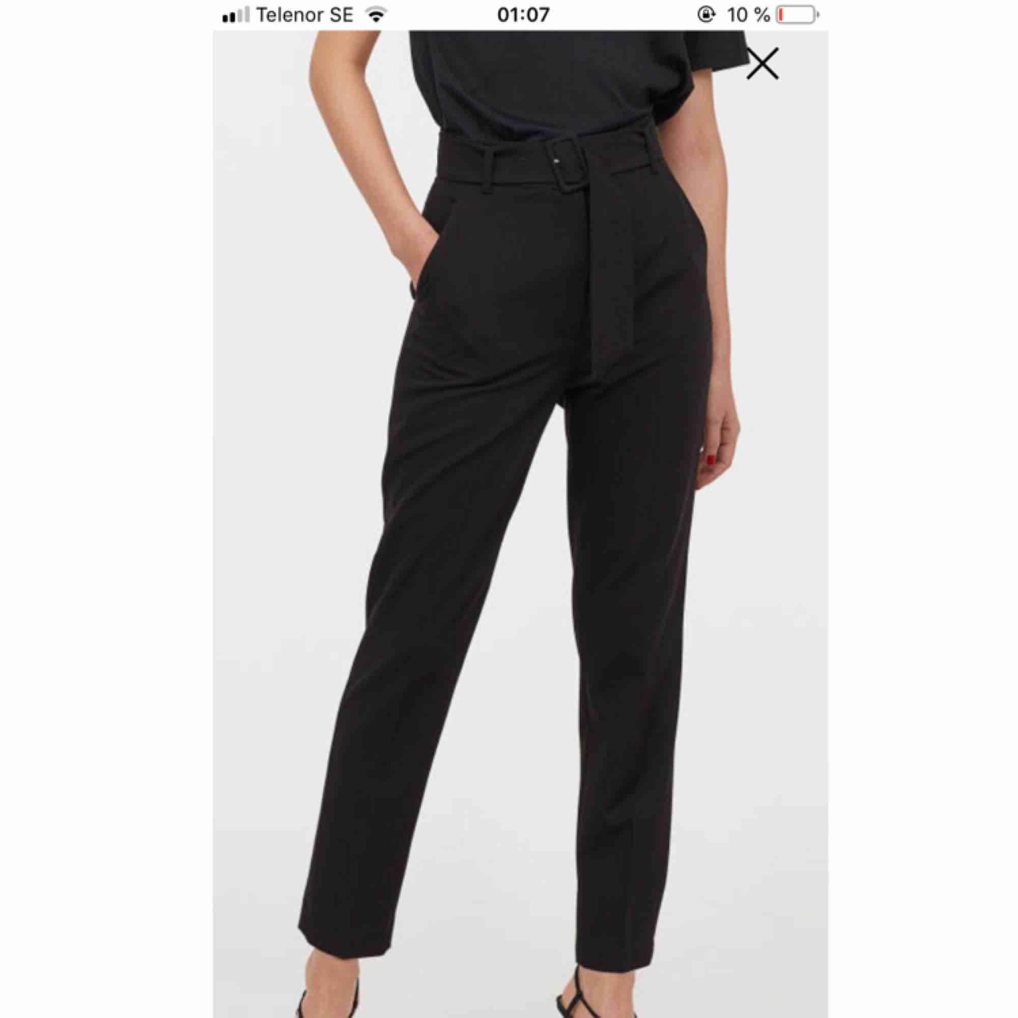 Super fina nya kostymbyxor från hm! Köptes nygligen & är slutsålda nu på hm! Dom är helt ny! Endast testade! Råkade ta bort lappen, så kan ej göra retur i butik så säljs här istället 👌🏽. Jeans & Byxor.