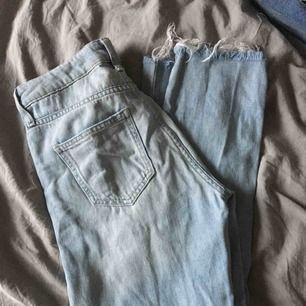 Snygga slitna jeans från cubus i strl 26. De säljs pga att de är lite små på mig och därför inte kommer till användning. Fint skick! Köpare står för frakten.