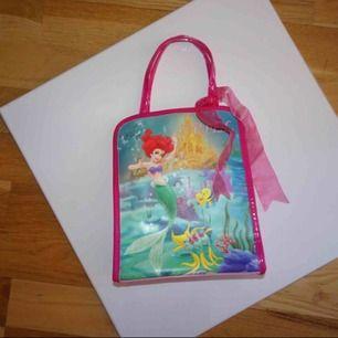 Liten väska! 😊 18kr frakt!:)