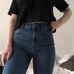 Jeans i modellen Way från Weekday. Färgen är Peralta Blue! Skriv gärna vid övriga frågor 💓